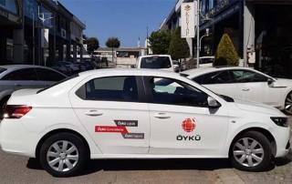 araç kapısına firmanın logosu