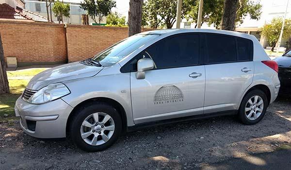 araç giydirme, araba kapısına firmanın logosu